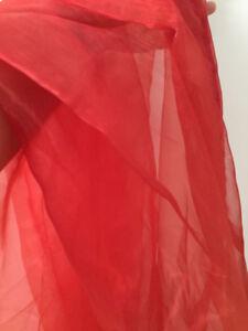 Rideau voilage, semi-transparent, de couleur rouge unie