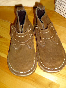 Chaussures neuves enfant taille 6 - Joe