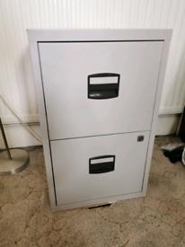 Filing cabinet, no keys