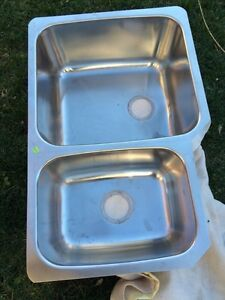 MINT CONDITION LUXURY DOUBLE SINK