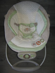 Baby automatic bouncer plays music