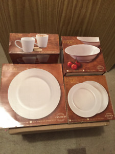 Petit Set Vaisselle pour 2 ** Small Set of Dishes for 2