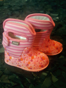 Bogs girls size 4 or european 20 in EUC toddler
