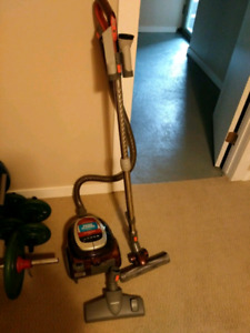 Excellent condition BISSELL BAGLESS CANISTER VACUUM