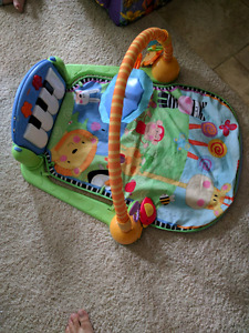 Musical play mat with piano