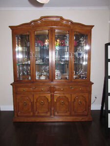 Thomas Ville Wood dining room set.   Moving must sell West Island Greater Montréal image 2