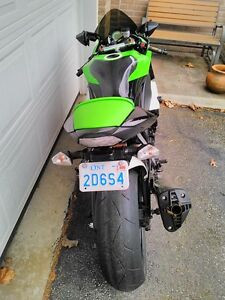 KAWASAKI ZX10R 2009 SPECIAL EDITION WITH EXTRAS Windsor Region Ontario image 7