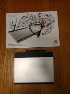 Wacom Intuos Pen & Touch Medium Tablet CTH-680