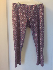 ONZIE YOGA CROPS - size small BRAND NEW