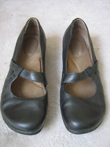 Black Leather Mary Janes' Size 6.5