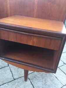 Queen Mid Century Modern Headboard with Wood side tables Oakville / Halton Region Toronto (GTA) image 7