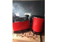 Hotpoint kettle and toaster