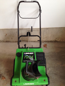 Lawnboy Model 720E 6.5HP Electric Start Snowblower