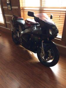 1994 Ninja ZX9 with body of 99 ZX7 - With upgrades