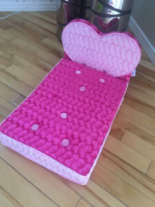 Lit coeur rose toutou/Pink bed for stuffed animals Build A Bear
