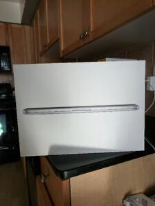 "13"" Macbook Pro Retina 2013 2.4 Ghz/16GB RAM/256 GB Harddrive"