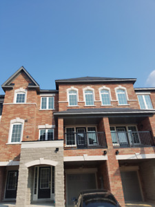 BRAND NEW EXECUTIVE TOWNHOUSE FOR LEASE IN BRAMPTON - 3BD/2.5B