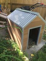 Dog house in excellent condition.