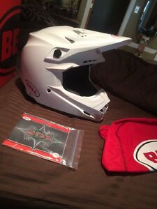 Brand New Bell Moto-9r in white (Large) Peterborough Peterborough Area image 3