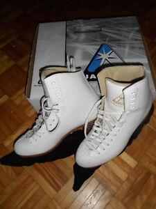 Jackson Mystique 8.5 Womens Figure Skates