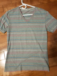 Lululemon Women's size 8 T shirt