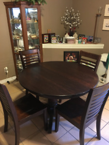 Solid Oak Table w/leaf and 4 chairs