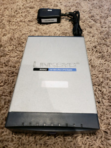 Cisco LinkSys RV042 Router