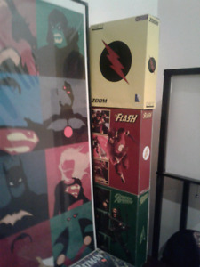 figurine,cadre, bd et soulier dc comic a vendre