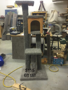 6ft tall kitty scratching post with house