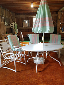 Outdoor dining table with 4 chairs/ umbrella/ stand