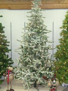 NEVER USED, 7 1/2' PRE-LIT(550 CLEAR WHITE BULBS) CHRISTMAS TREE
