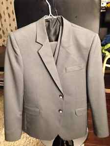 costume garçon en tissu(10-12 ans)gris, neuf