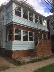 Student Housing/ALL-INCLUSIVE & FULLY FURNISHED/Avail. Nov 1st