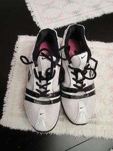 Nike AIR STRIKE TURF size 9 Black White Training shoes
