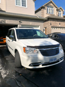 2012 Town & Country LIMITED Sunroof, Nav, Cam, Leather