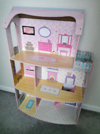 Large kids dolls house approx 4ft x 3ft