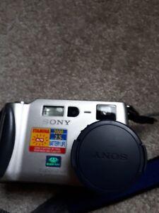 Like New Sony DSC-S70 Camera