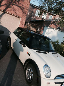 MINI COOP WHITE LOW KM LADY DRIVEN