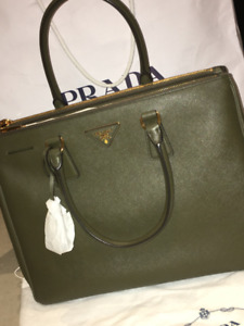Prada Galleria Large - Brand New, Authentic (Receipt available)