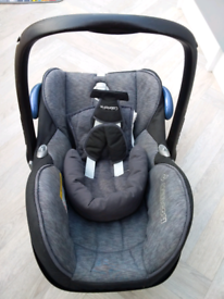 Maxi cosi Cabriofix baby car seat & car mount.
