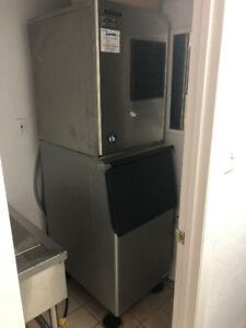 250 LBS ICE MACHINE