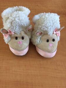 Baby Girl Shoes 12 -18 months/Souliers bébé fille