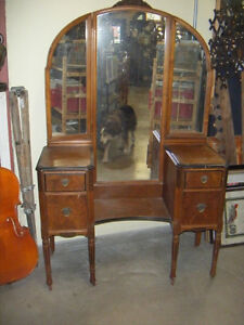 Hespeler Furniture, Vintage Walnut 3 Way Arched Mirror Vanity