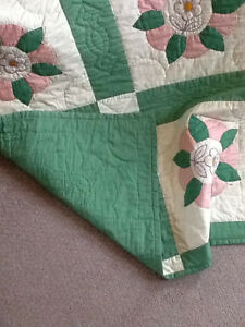 HAND QUILTED BED QUILT NEVER USED Kitchener / Waterloo Kitchener Area image 4