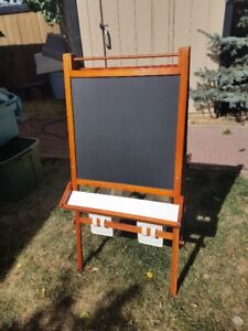 ART EASEL NEW CONDITION