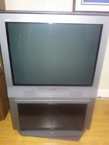 SONY 32 inch Trinitron Color TV with Stand