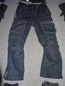 Motorcycle Gear - Jacket Pants boot covers gloves Gatineau Ottawa / Gatineau Area image 4