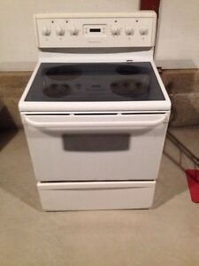 4 year old frigidaire glass top stove
