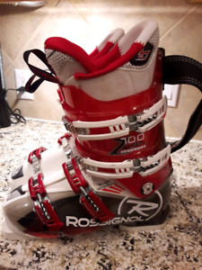 LIKE new Pro Adult Ski Boots