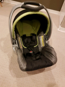 Baby Trend ez Flex-loc Carseat and Base